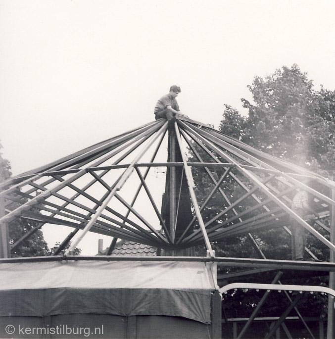 opbouw rupsbaan J.W. de Voer op Piusplein.jpg